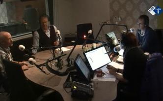 Praten in de studio van Radio 1 met Bert Kranenbarg en Ghislaine Plag over Paradijs om de Hoek.